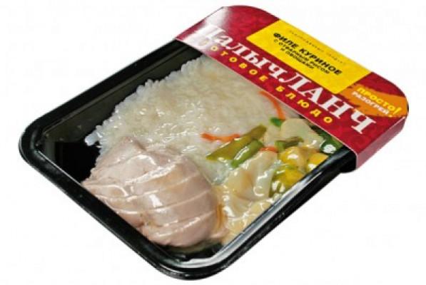 Куриное филе с отварным рисом и овощами