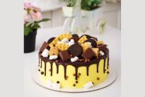 Жёлтый торт с шоколадом и печеньем SWEETMARIN
